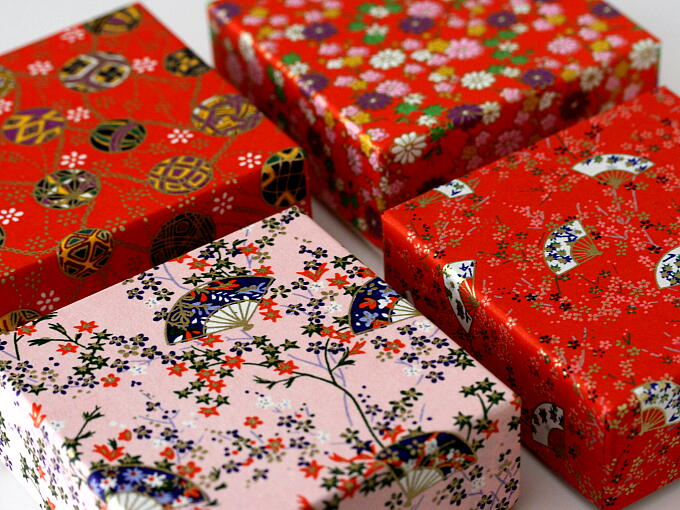 Pattern of CHIYOGAMI Japanese paper may be different from the picture because we have some various patterns of CHIYOGAMI.