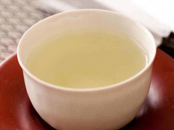 Brewed infusion of Competition Sencha is thick, even though the green color is almost translucent. It is proof of the unique flavor, deep mellow taste and fresh young aroma.