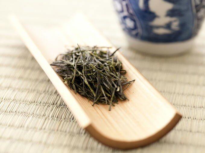 This tea is Aracha. So, you can enjoy high grade traditional Uji style tea at an excellent value.
