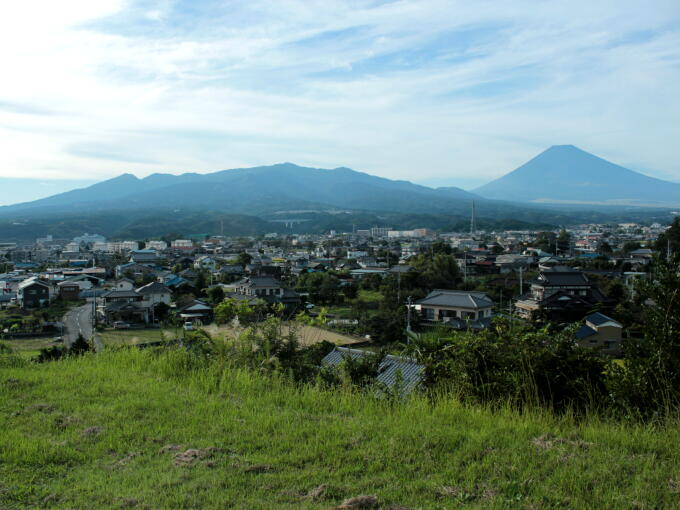View of Mt. Fuji from today's SUSONO area. Would you image the scene of cranes flying across a fantastic sunrise and Mt. Fuji many years ago?
