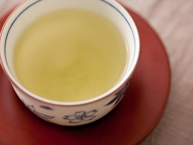 The brewed infusion color is the same as regular Gyokuro.