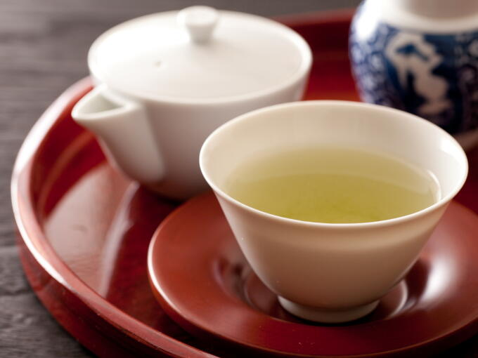 Brewed infusion color of the highest grade hand-picked Gyokuro is translucent yet rich and cloudy, with a deep, smooth taste.