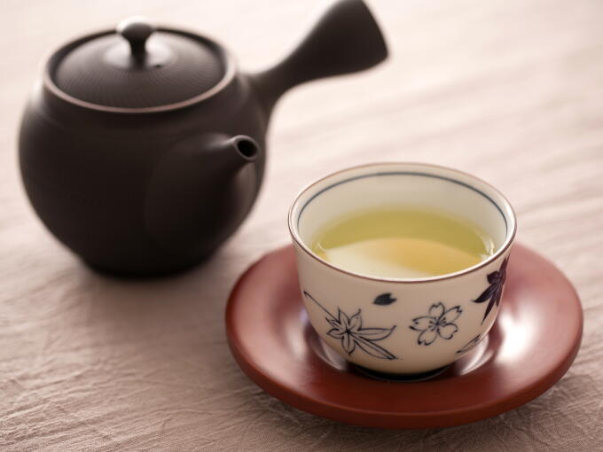 Brewed infusion color of Gyokuro Premium is bright green.
