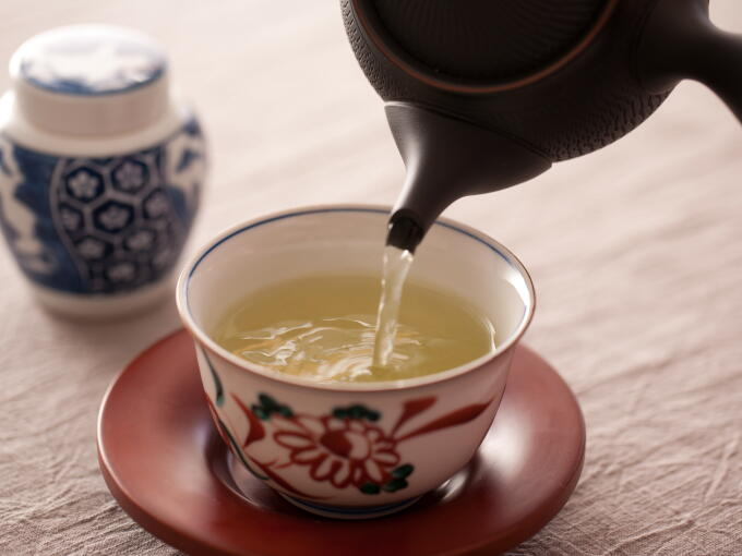 Brewed infusion of the highest grade hand-picked Gyokuro is translucent yet rich and cloudy, with a deep, smooth taste.