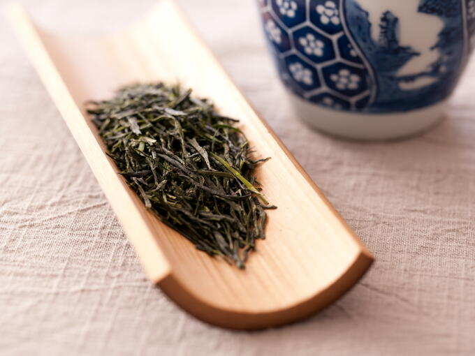 Tea leaves have an elegantly deep mellow and sweet aroma.