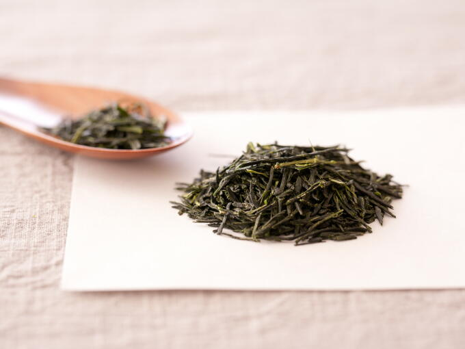 Generally speaking, appearance of Gyokuro which is shaded from sunlight is greener, less shiny, and more textured or rough than Sencha.