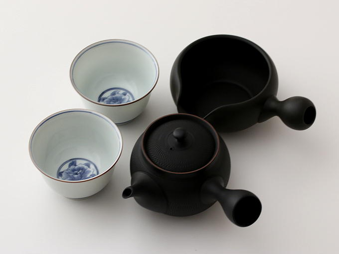 You also can match this tea set with SHOHRYU Yuzamashi or KATAKUCHI Yuzamashi. If you would like either Yuzamashi, would you order it together?
