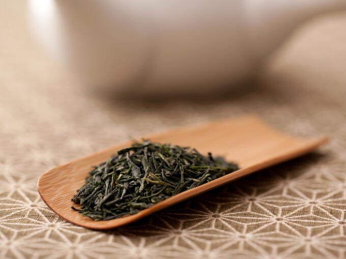Our Kuradashi Gyokuro Premium has a uniquely noble aroma, created by aging the tea leaves in the traditional way.
