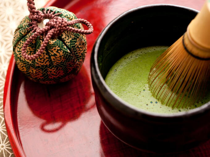 The smooth and mellow taste of this Matcha is uniquely noble and elegant. It must be by the very grace of God.