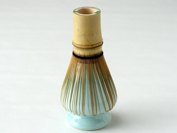 Though Whisk Keeper (Kusenaoshi) is not essential, it is useful to improve the longevity of the Chasen Bamboo Whisk.