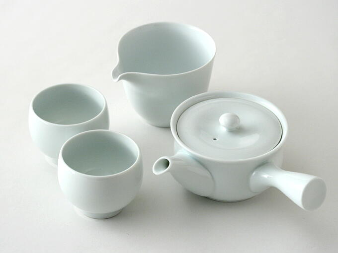 You also can match MANTEN Kyusu and Yunomi with MANTEN Yuzamashi. They are all designed to match as a set.