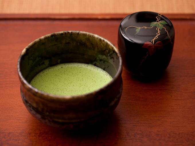 Bright green color is created by shading the tea plants from sunlight before harvest. Matcha tea color correlates closely with the flavor.
