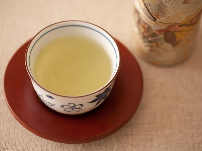 Sencha brewed infusion color is yellow green. It is the feature of traditional Sencha (Uji/Kyoto style).