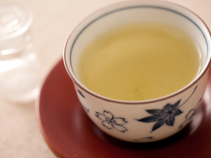 The brewed infusion color is the same as regular Sencha.