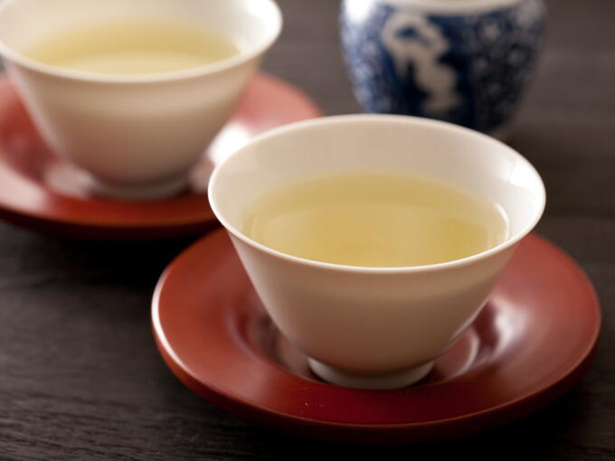 Brewed infusion color of this tea is pure yellow green. This is especially the case with higher grade traditional Sencha (Uji/Kyoto style). The hand-picked tea is translucent yet rich and cloudy, with a smooth and mellow flavor and delicately astringent aroma.