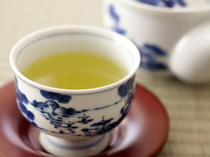 Brewed infusion of Shincha AOTE is true green, unlike the yellow green color of traditional Uji style Sencha. The pure green color hints at a mild flavor.