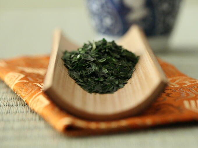 The flavor is different both from Gyokuro and Matcha, and quite unique, pure, noble, and elegant.
