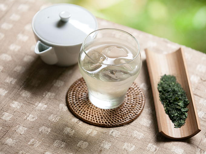 Tencha also makes a lovely iced tea. You can prepare Iced Tencha using the same brewing method as Iced Gyokuro.