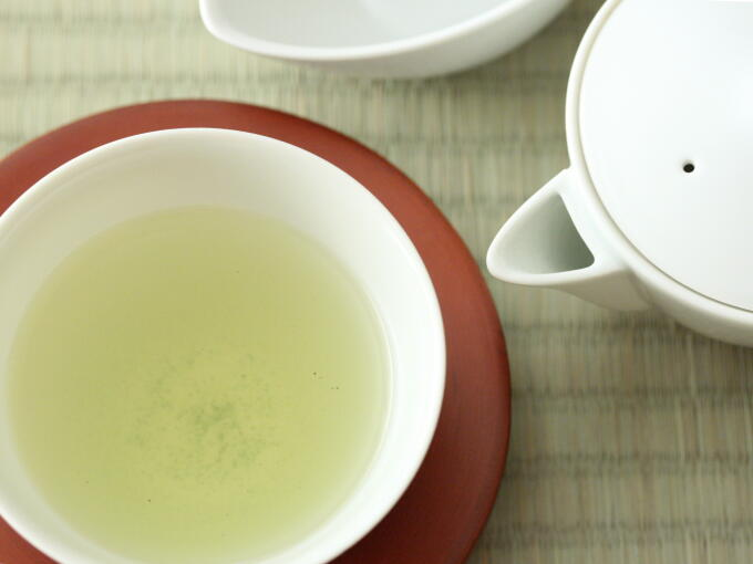 The tea color is pale green, and the taste is uniquely deep and mellow which is different both from Gyokuro and Matcha. The subtle noble aroma lingers in the mouth for a while.